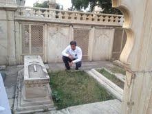 खाली पड़ी जफर की कब्र