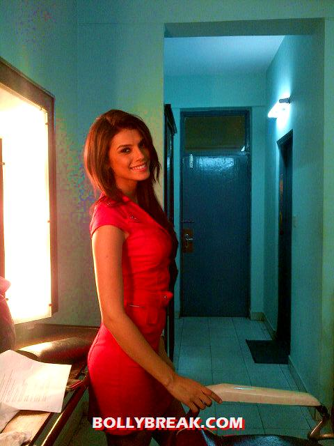 Gabriela Bertante in red dress - (5) - Gabriela Bertante at Movie Sets photos