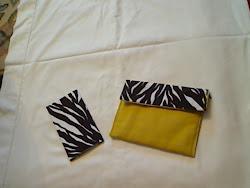 conjunto amarelo e castanho