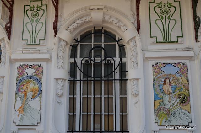 Menton  - façade - Mucha