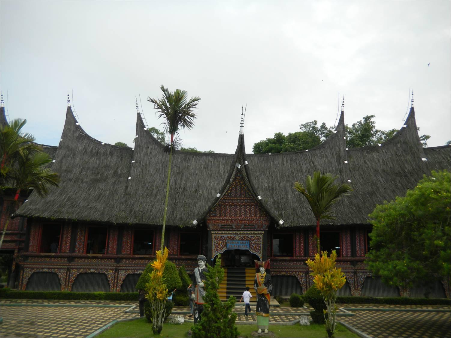 Download this Rumah Gadang Baanjuang Padang Panjang picture