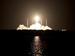 Частный космический корабль Dragon запущен  к МКС