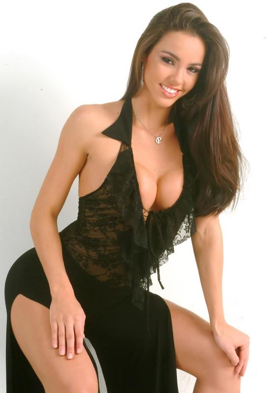 Paloma de Alencar Fiuza, nació en Manabí, el 28 de diciembre de 1983