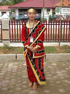 Baju Busana Adat Tradisional Sumatera Utara