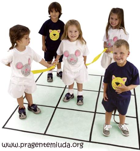 atividade corporal jogo da velha corporal