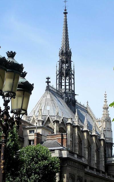 Sainte Chapelle construída no século XIII por São Luís IX.