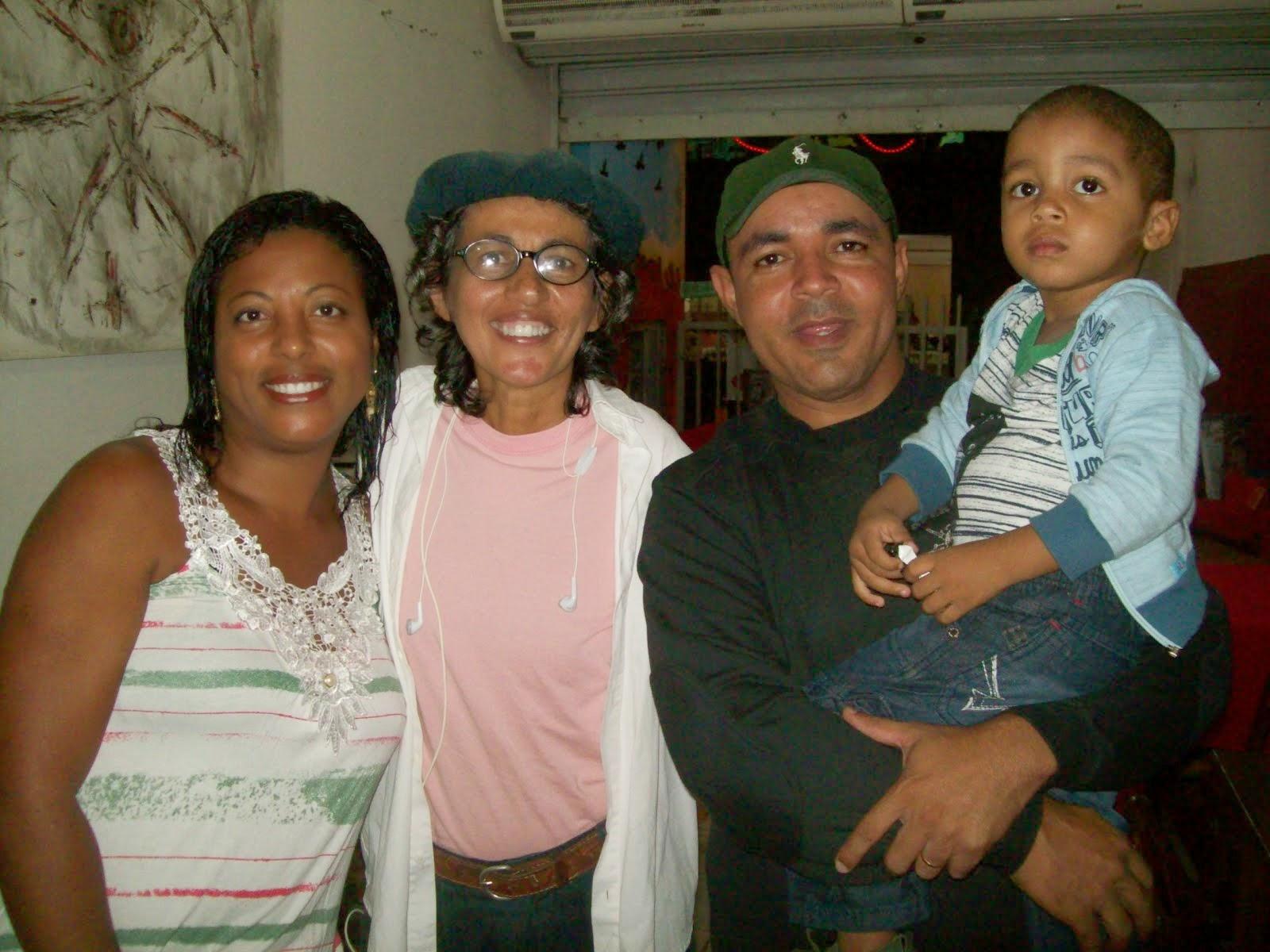 Família que escuta o Alacazum aos domingos