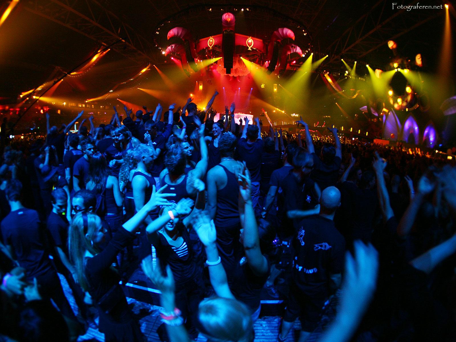 http://3.bp.blogspot.com/-Dzw6ODd3WEg/Tn6BqO8uPRI/AAAAAAAAAHs/OSYxrycq4mM/s1600/sensation-black-2006-2.jpg
