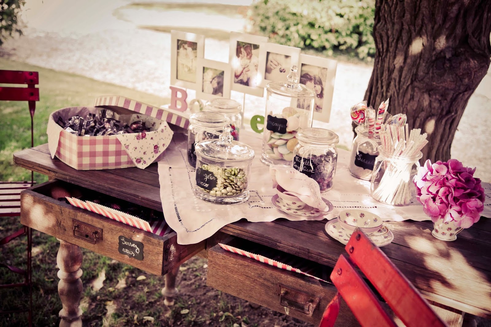 wedding sweet table - wedding photography by Elisabeth Perotin