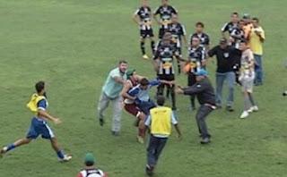 Wasit Keluarkan 12 Kartu Merah Sekaligus Dalam Satu Pertandingan Di Brasil [ www.Up2Det.com ]