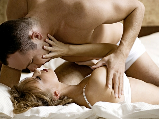 мужчина и мужчина занимаются сексом фото