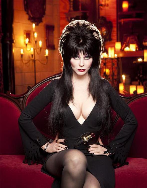 NEWS: NUDE Photos: ELVIRA Mistress Of The Dark Cassandra