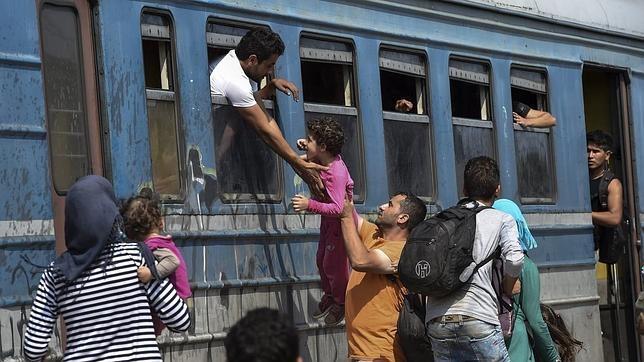 Los inmigrantes viajan «como animales» en los trenes para cruzar Macedonia