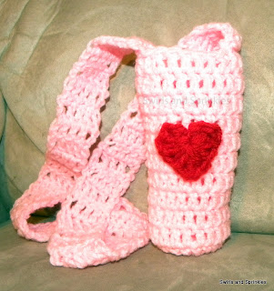 Swirls and Sprinkles: Free crochet water bottle pattern for Valentine's Day