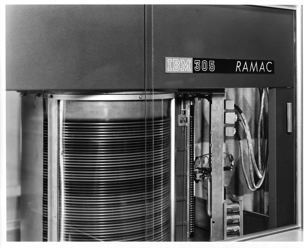 Primer dispositivo de almacenamiento de datos