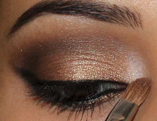 Como maquillarse con esika productos esika tierra amarilla - Como pintarse los ojos de negro ...