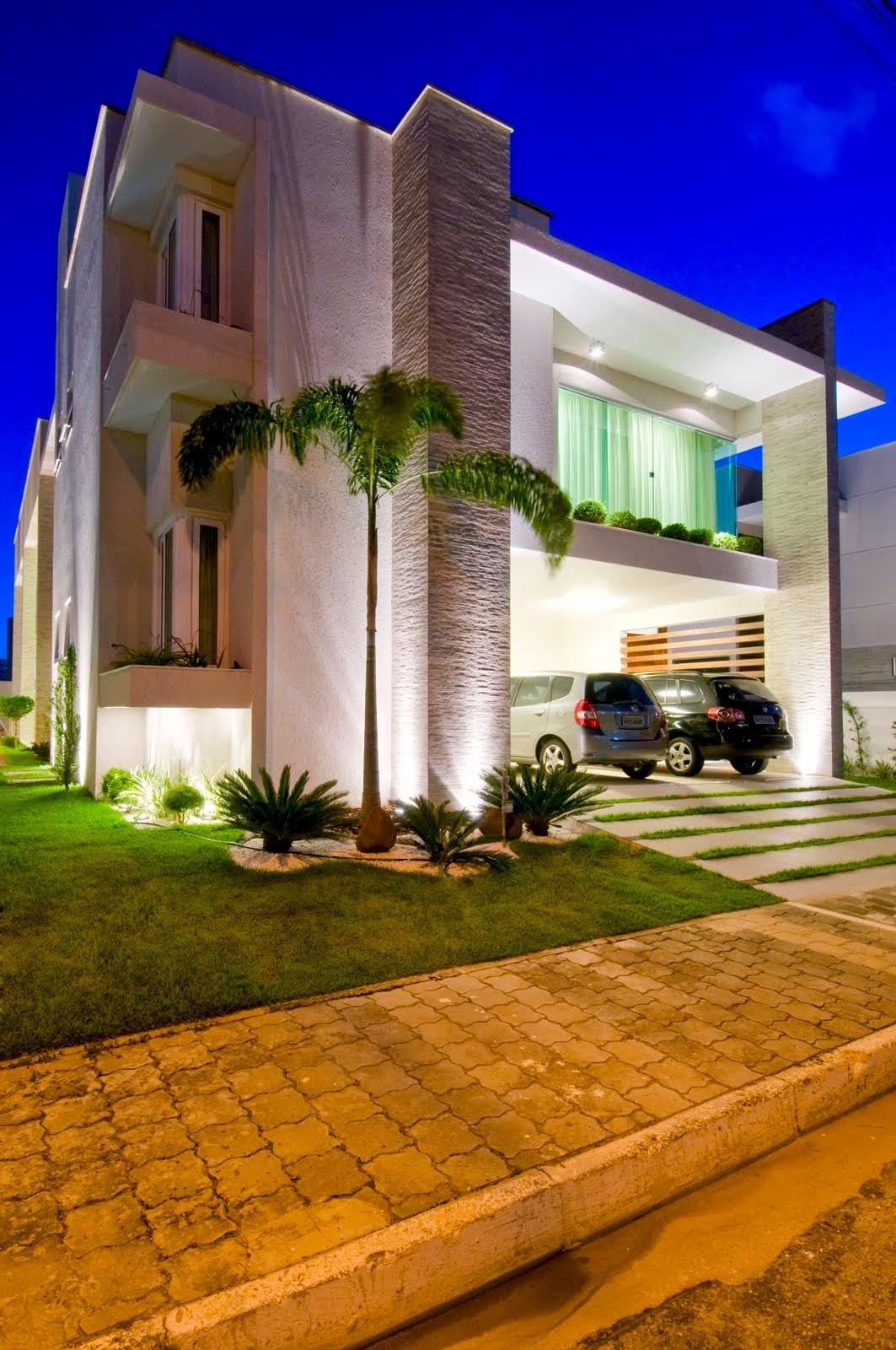 20 fachadas de casas modernas com linhas retas veja for Modelos de fachadas