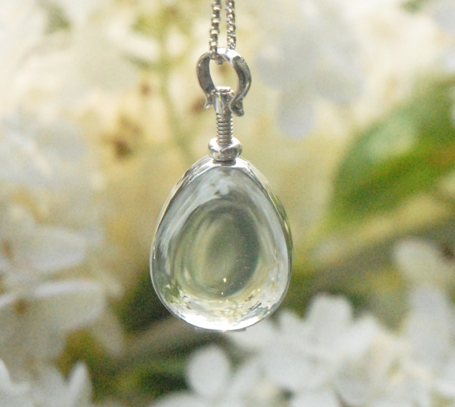 glass house jewelry remembering loved ones with a bouquet