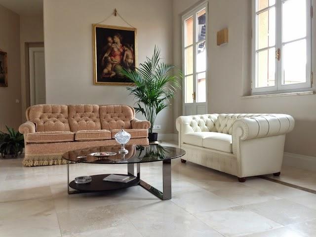 Vama divani blog due divani chesterfield diversi tra loro - Accostare due divani diversi ...