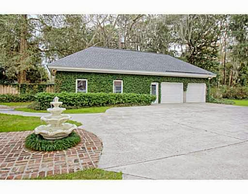 http://www.trulia.com/property/3142838424-105-Riverside-Dr-Savannah-GA-31410