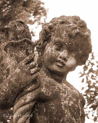 statue of cherub
