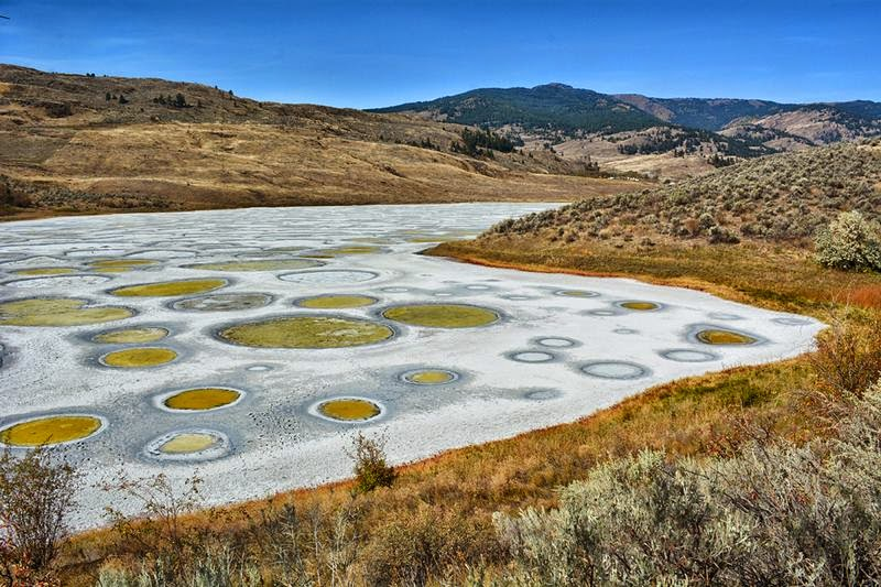 Spotted Lake also known as Kliluk lake, is one of the major natural attractions in Canada. It is located about 100 km. east of Vancouver, close to the border with the United States and owes its peculiar aspect to the high concentration of many different materials such as magnesium sulfate, calcium and sodium sulphate minerals.