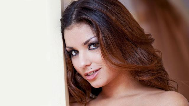 Model Krystal Webb
