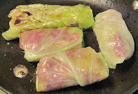 Frying cabbage rolls