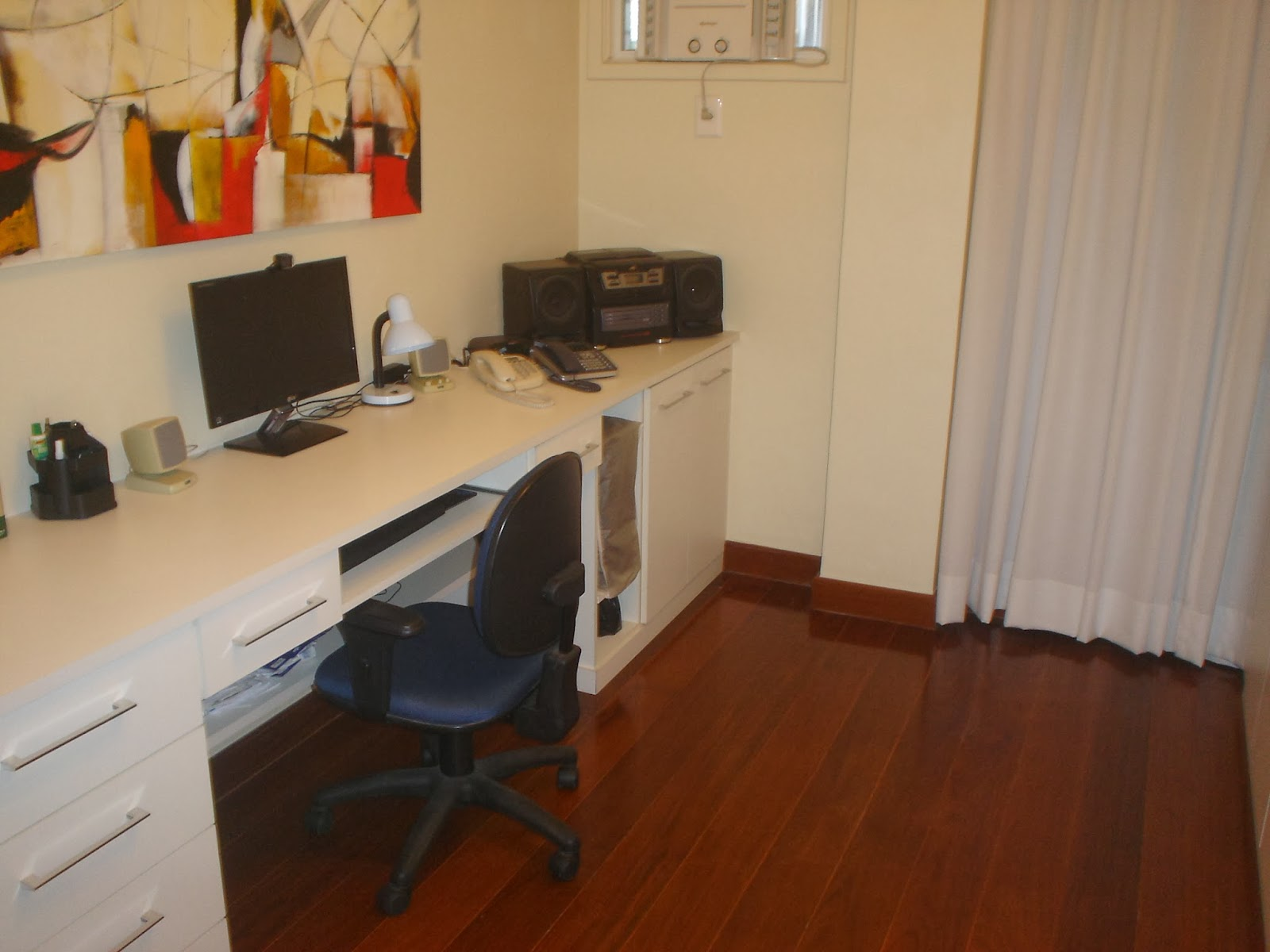 2º QUARTO HOME OFFICE com ampla bancada de escritório de 2 9 metros  #B82B0D 1600x1200 Bancada Banheiro Rj