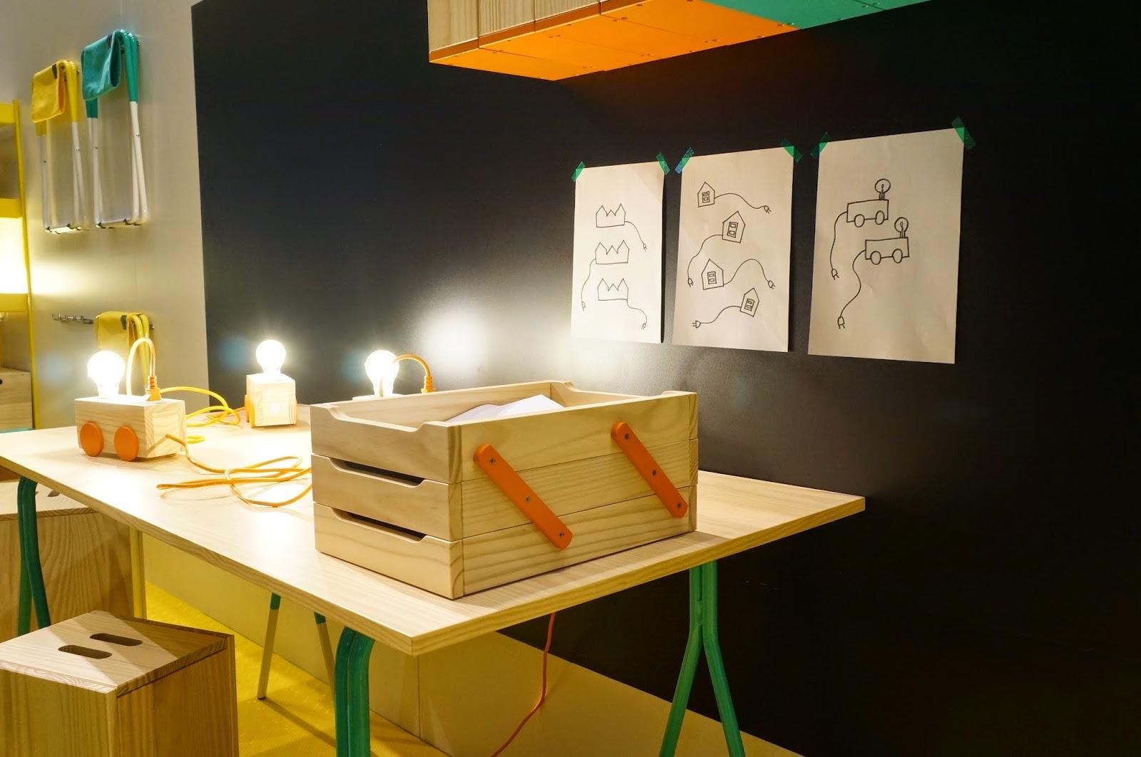 Bel Lobo - Coleção Vira e Mexe - Tok&Stok - cavalete com tampos diversos e porta-papel de mesa triplo