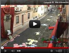 Exornando la c/ Botica por la salida extraordinaria en 2007 de la Virgen de Valme