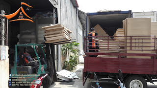 Container from china carries 200 pcs of HDPE Plastic Foldable Table and other items.