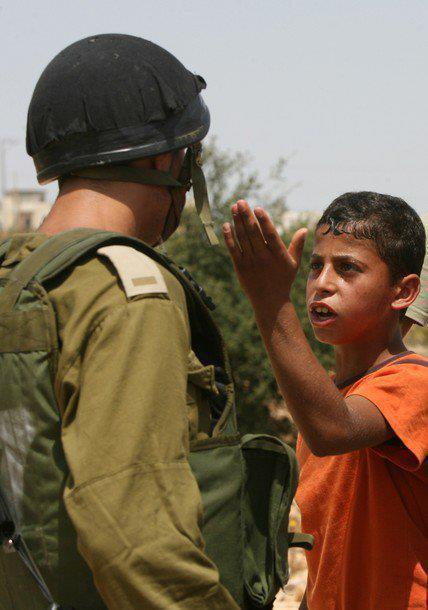لـو حـاول أكبـر رجـال اليـهود رفـع رأسه ... لـ إصطدم بكعـب حذاء طفـل فلسطيني..