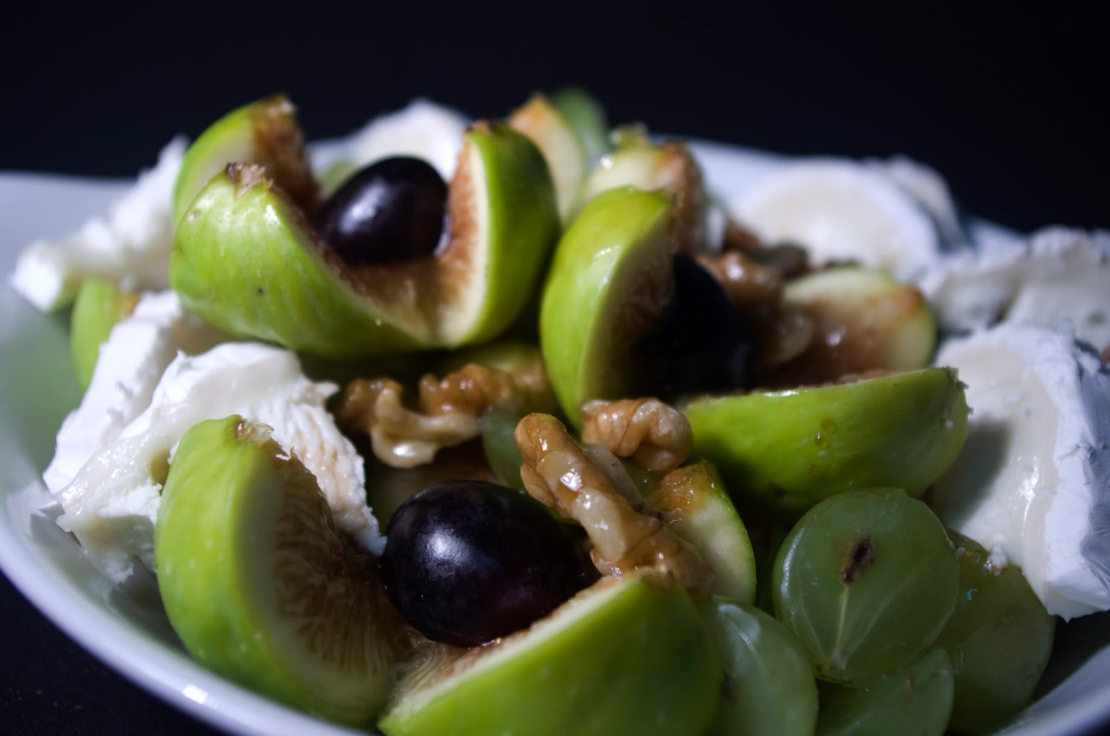 Ensalada de higos, uvas, queso de cabra y nueces
