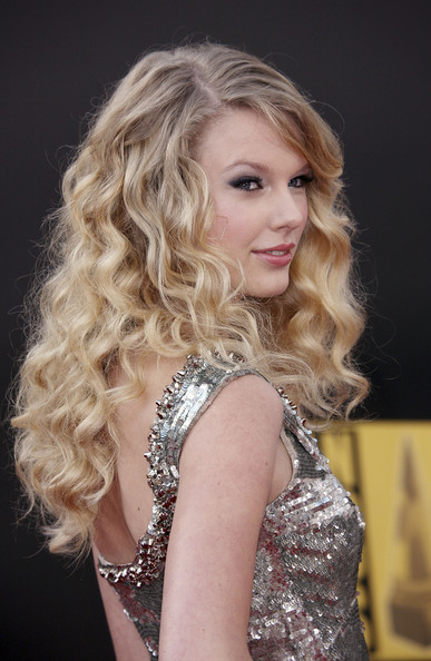 Taylor Swift Straight Hair. taylor swift straight hair.