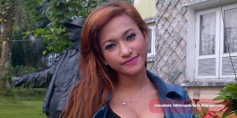 Foto-foto Adegan Mesum Mirip Amel Alvi, Bintang Film Horor Indonesia
