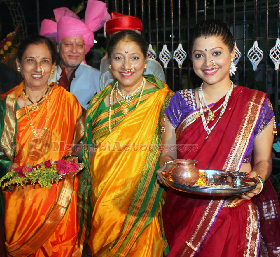 marathi actor and actress tejaswini pandit and bhashan