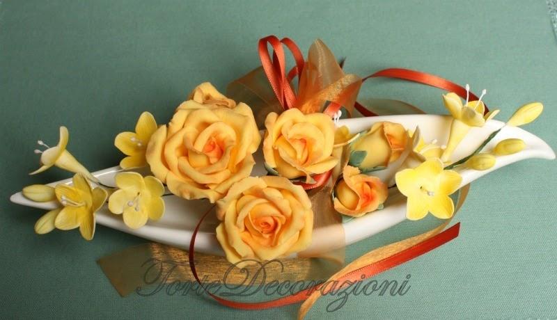 Torte e decorazioni rose gialle e fresie - Decorazioni gialle ...