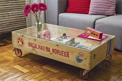 Mesa com caixote de madeira