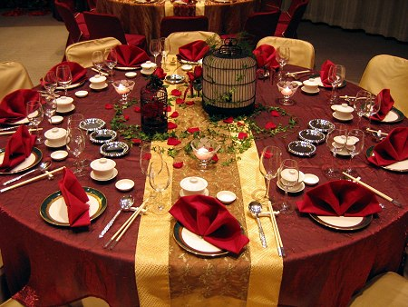 Make your Red Wedding Decorations look more fantastic by adding shades of