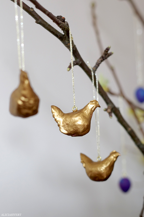 aliciasivert, alicia sivert, alicia sivertsson, diy, tutorial, easter, lera, clay, skruvöglor, guldtråd, påsk, påskadvent, höna, hönor, höns, hen, gold, golden, gilded, gyllene, guld, guldhönor, guldhöns, guldhöna, påskpynt, påskris, dekoration, easter tree, decoration, air drying clay, lufttorkande lera