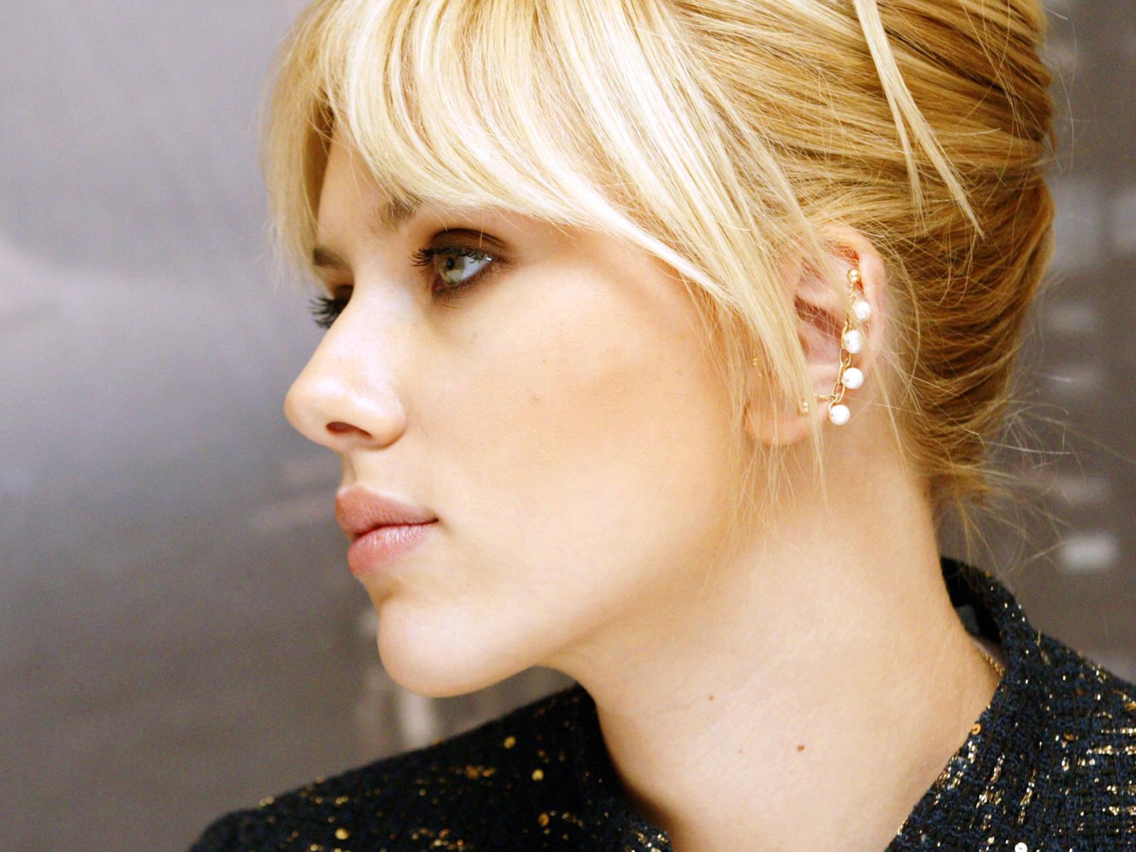 http://3.bp.blogspot.com/-E3UXW0_DXFc/TsffEQrEkkI/AAAAAAAABwY/z_oCGPYHdKI/s1600/Scarlett_Johansson_Wallpapers_side_fce_wallpaper.jpg