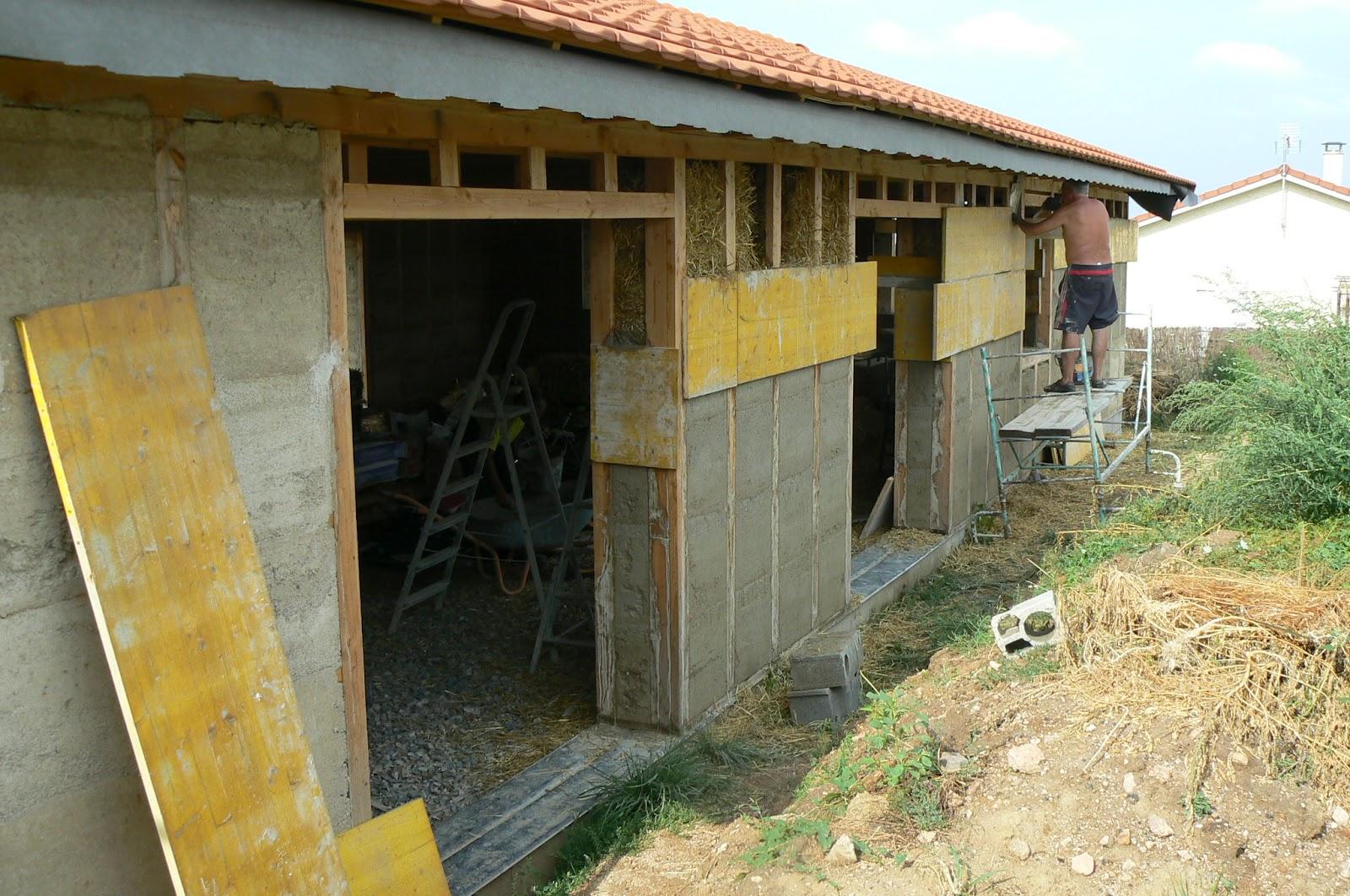 Autoconstruction d 39 une maison en paille lentigny murs for Autoconstruction paille