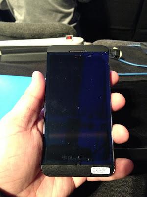 Ayer fuimos testigos del lanzamiento mundial de BlackBerry 10, el nuevo sistema operativo de la compañía canadiense. Además se presentaron dos equipos nuevos que serán los primeros en operar con esta nueva versión. Uno de ellos es el BlackBerry Z10, el nuevo buque insignia de la compañía con la que se pretende competir con otros grandes del mercado actual, como el Nokia Lumia 920 o Sony Xperia Z. Pero en Wayerless sabemos que estás con dudas sobre la llegada del BlackBerry Z10 y te encataría saber qué es lo mejor y lo peor de cada uno de los grandes smartphones