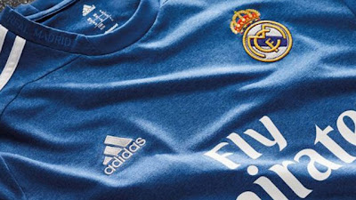 Le nouveau maillot extérieur 2013-14 de Real Madrid