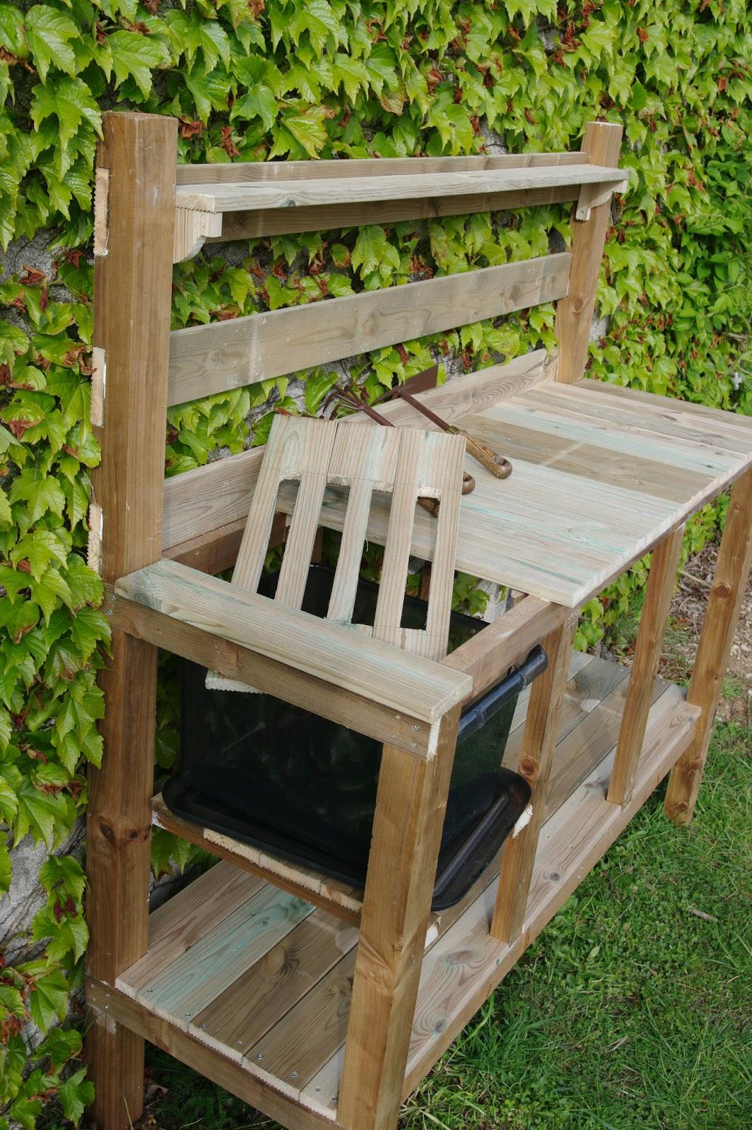 Le jardin boultois un mobilier bien adapt ma table de - Table de jardin qui reste dehors creteil ...