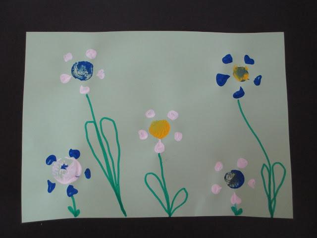 Bild mit Blumen mit Kindern stempeln