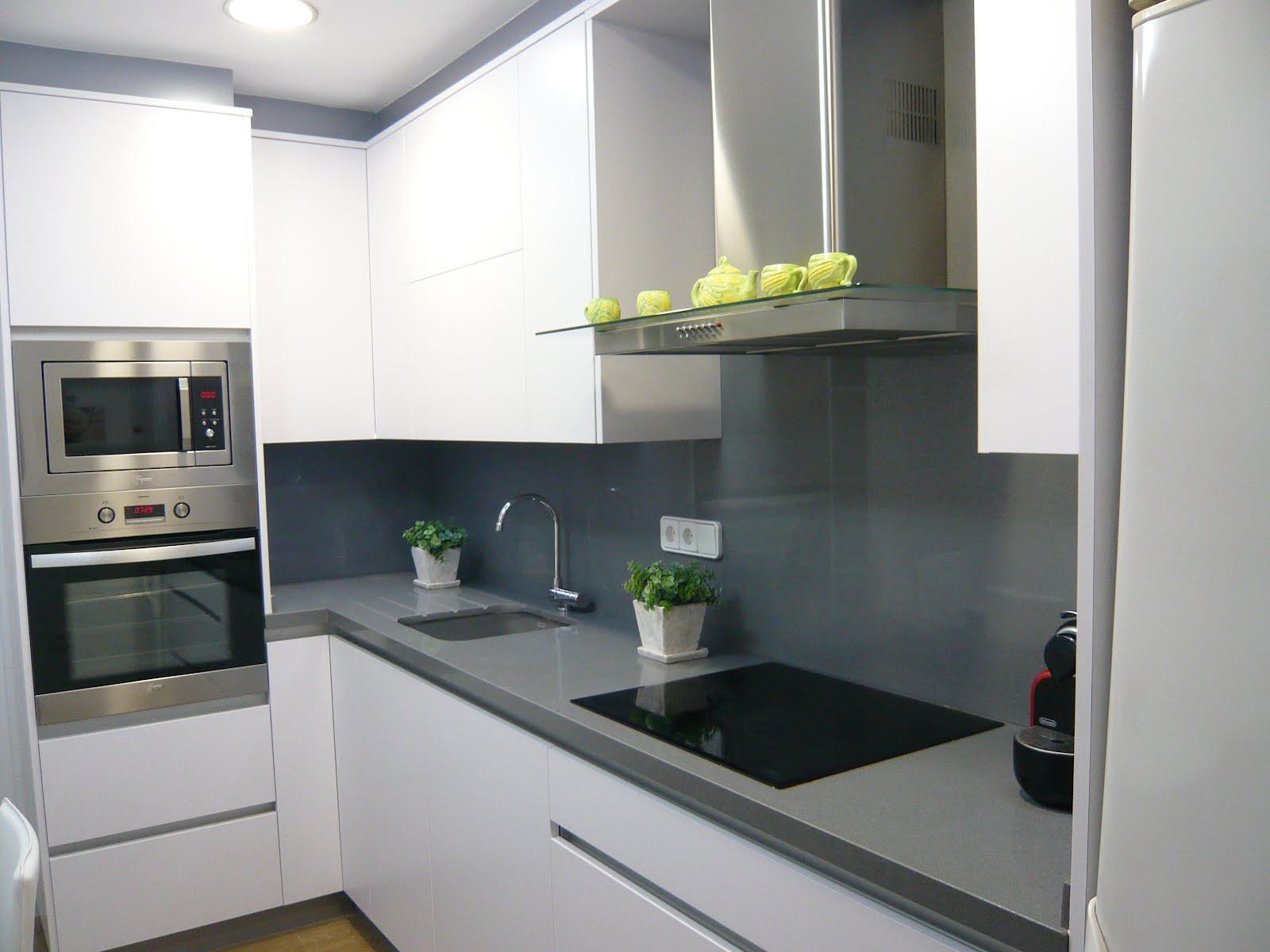 Reuscuina muebles de cocina con gola integrado sin tiradores - Cocina sin tiradores ...