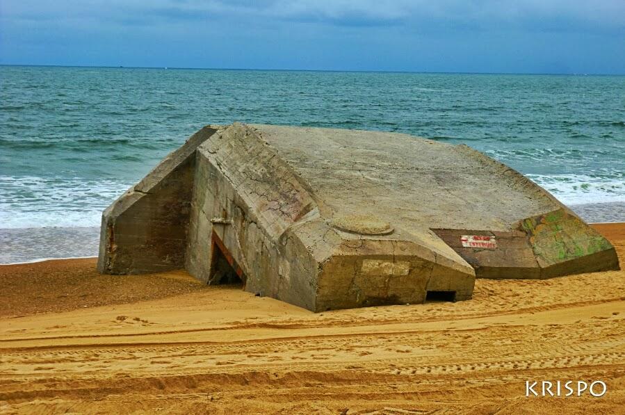bunker semienterrado a la orilla de la playa de labenne