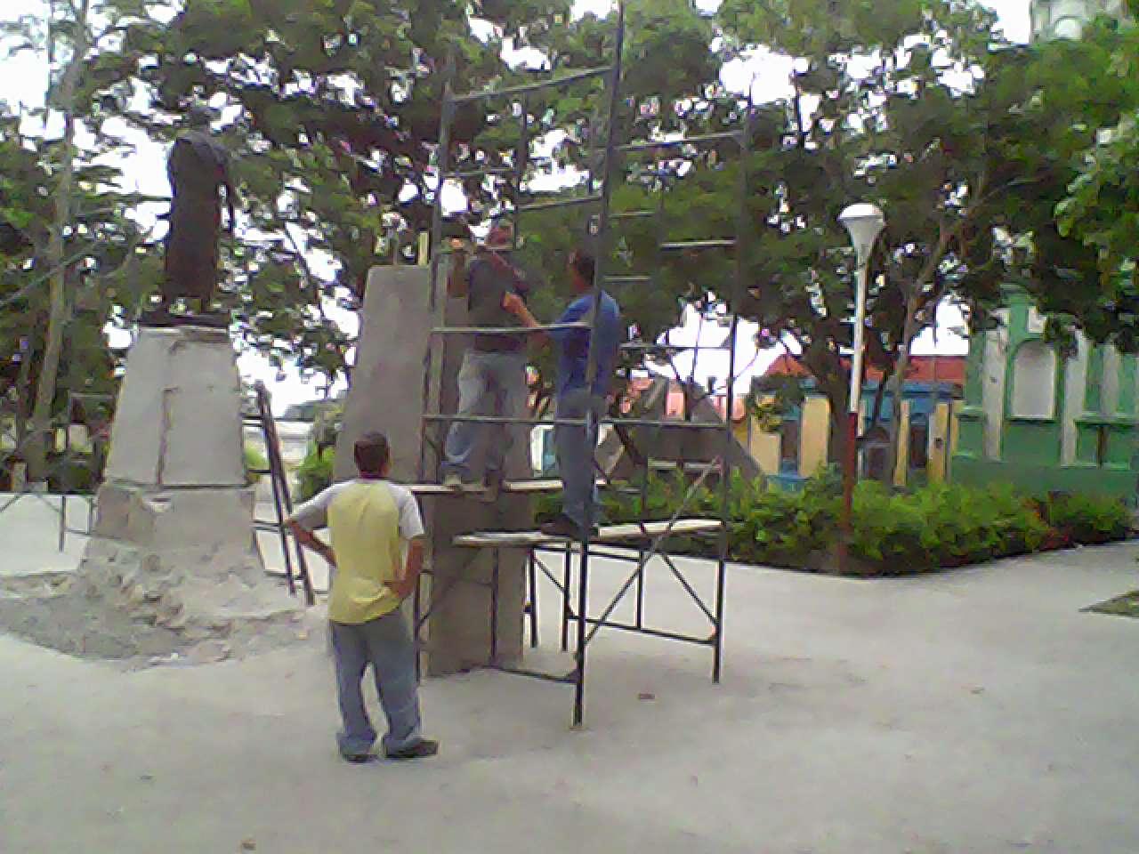 Radio Vanguardia 98.7 FM: Se reanudaron trabajos de la Plaza Bolívar ...